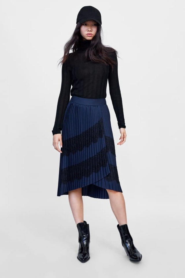 Rekomendasi kumparan: 7 Pleated Skirt untuk Tampil Gaya saat Bekerja (326)