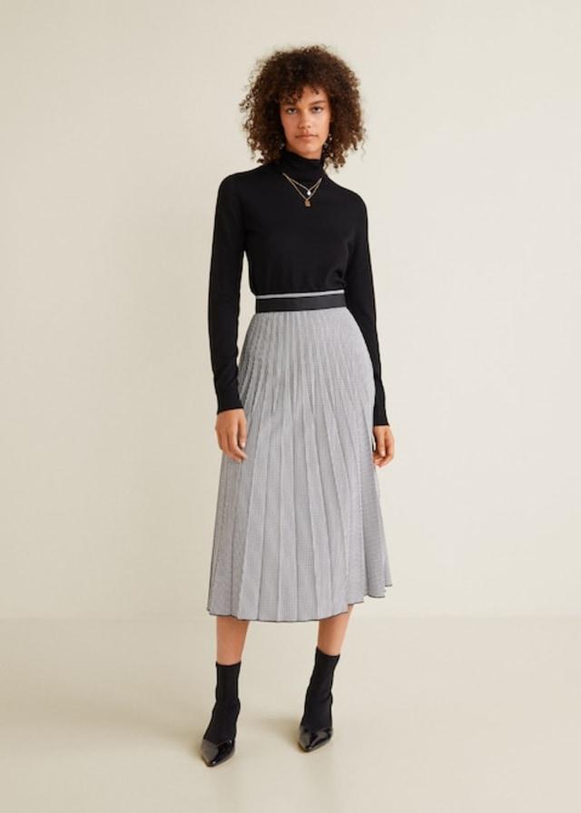 Rekomendasi kumparan: 7 Pleated Skirt untuk Tampil Gaya saat Bekerja (332)
