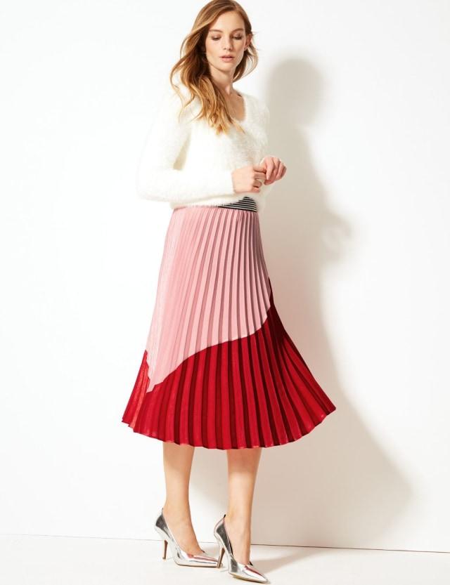 Rekomendasi kumparan: 7 Pleated Skirt untuk Tampil Gaya saat Bekerja (329)