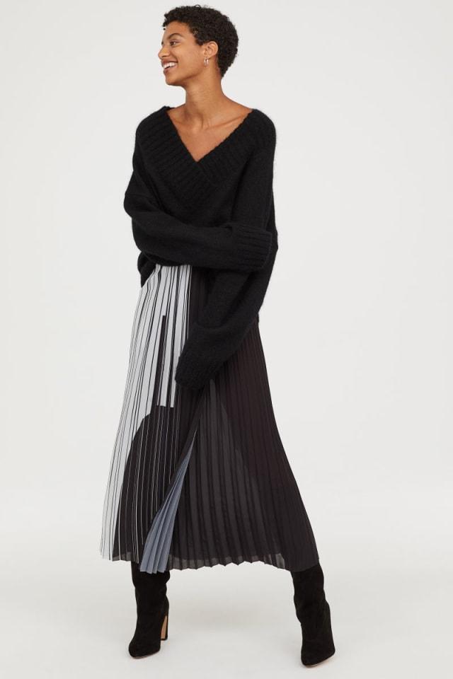 Rekomendasi kumparan: 7 Pleated Skirt untuk Tampil Gaya saat Bekerja (330)