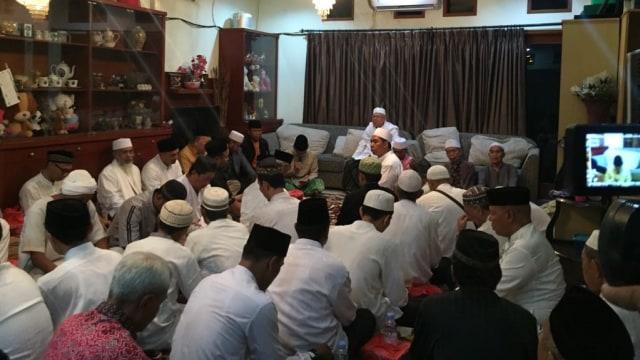 Suasana pengajian di rumah Ma'ruf Amin, Koja, Jakarta Utara
