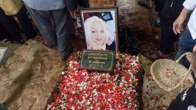 Pemakaman Titi Qadarsih.