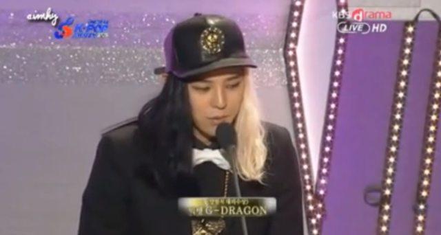 7 Fashion Nyentrik Ala G-Dragon BIG BANG (99431)