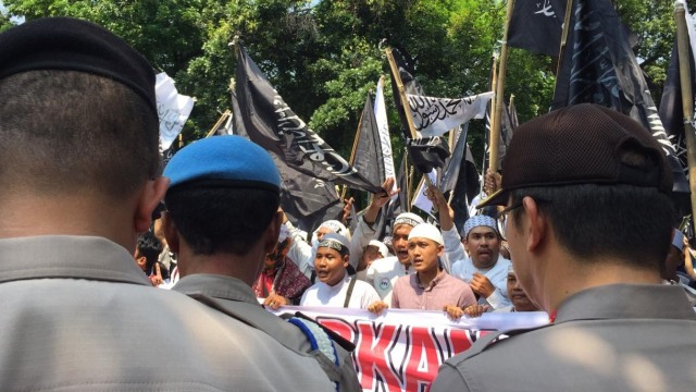 Massa Aksi Bela Tauhid Bawa Spanduk 'Bubarkan Ansor dan Banser NU' (9180)