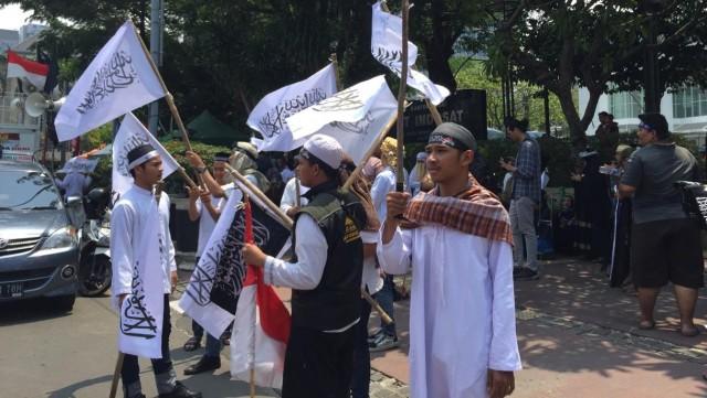 Massa Aksi Bela Tauhid Bawa Spanduk 'Bubarkan Ansor dan Banser NU' (9181)