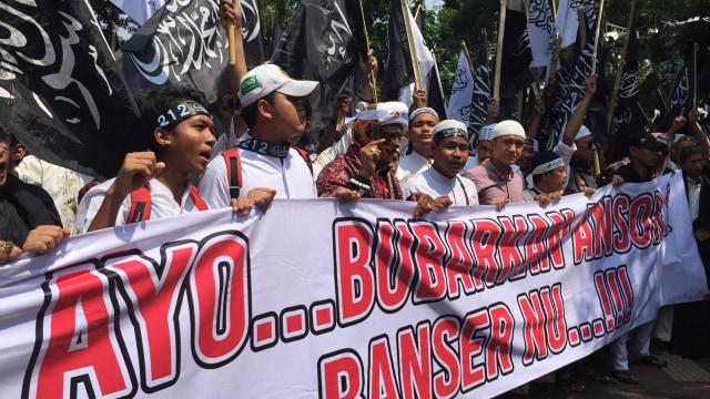 Massa Aksi Bela Tauhid Bawa Spanduk 'Bubarkan Ansor dan Banser NU' (9182)