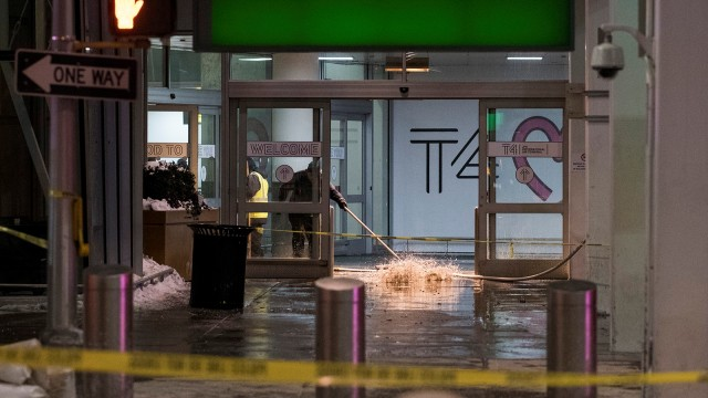 Hujan 90 Menit Membuat Ruang Tunggu Bandara Penang Tergenang (238515)