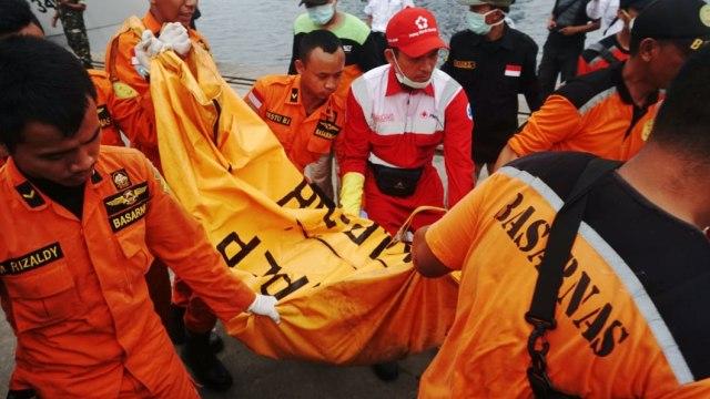 petugas, kantong jenazah, pesawat Lion Air JT-610