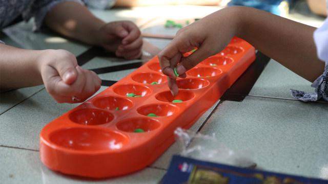 pelajar, sekolah ramah anak, permainan tradisional, congklak