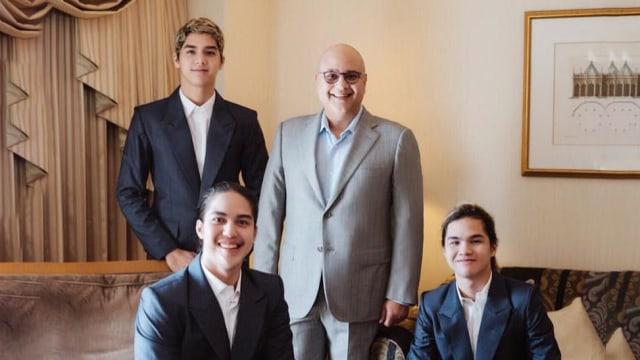 Irwan Mussry bersama Al, El, dan Dul