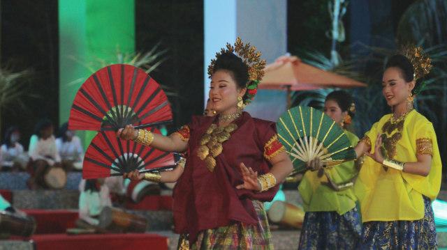 Tarian ditampilkan di Pembukaan Festival Takabonerate