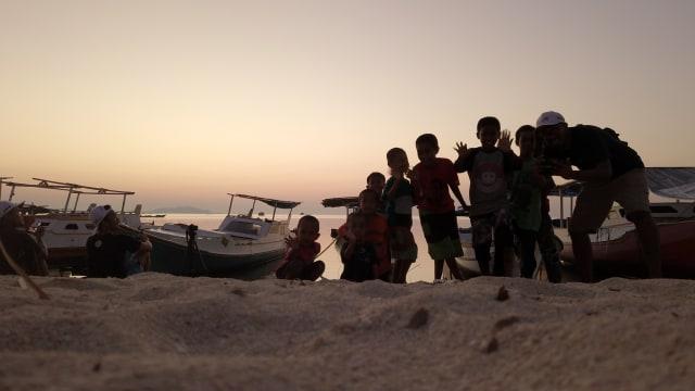 Anak-anak di Pulau Jinato
