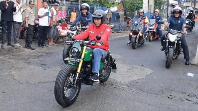 Jokowi Naik Moge ke Pasar di Tangerang