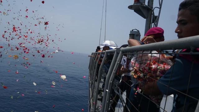 pegawai lion air, lion air JT-610, tabur bunga, Keluarga korban