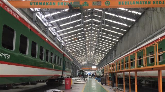 Suasana Pabrik PT INKA, Madiun, Jawa