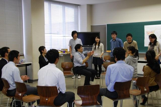 Ilustrasi suasana kelas di sekolah Jepang