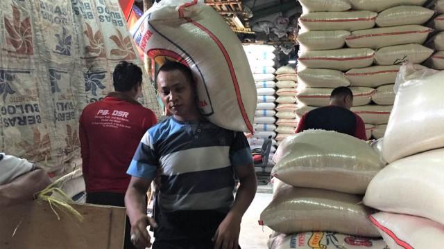Food Station Antisipasi Gejolak Harga Beras Akhir Tahun di DKI (65530)