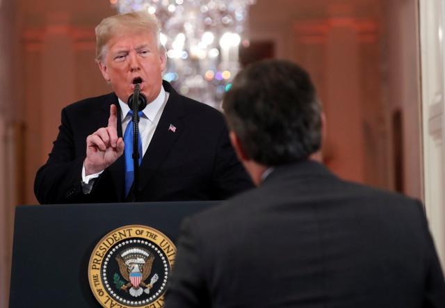 Donald Trump Terlibat Cekcok Panas dengan Wartawan CNN  (173222)