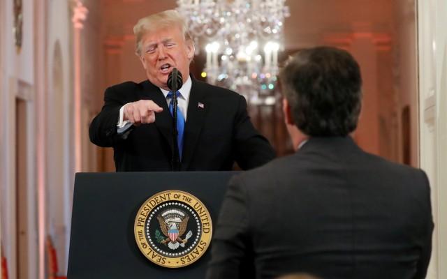 Donald Trump Terlibat Cekcok Panas dengan Wartawan CNN  (173221)
