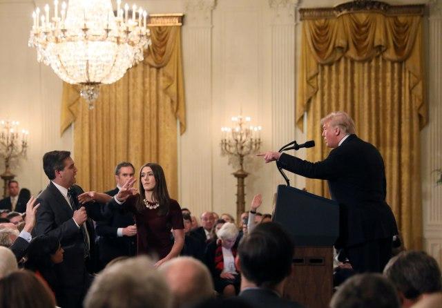 Donald Trump Terlibat Cekcok Panas dengan Wartawan CNN  (173223)