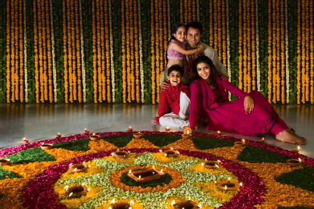 Ilustrasi Keluarga Merayakan Festival Diwali