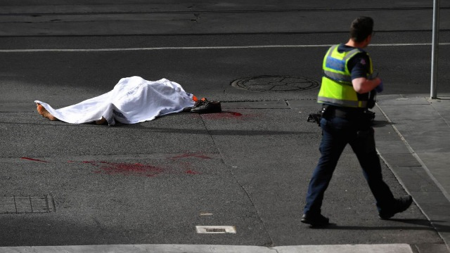 Warga Beri Penghormatan Bagi Korban Penusukan di Melbourne  (528478)