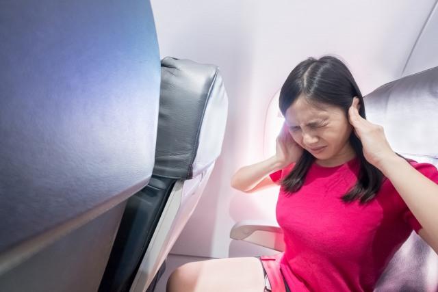 5 Cara Mengatasi Telinga Berdengung Saat Naik Pesawat (2426)