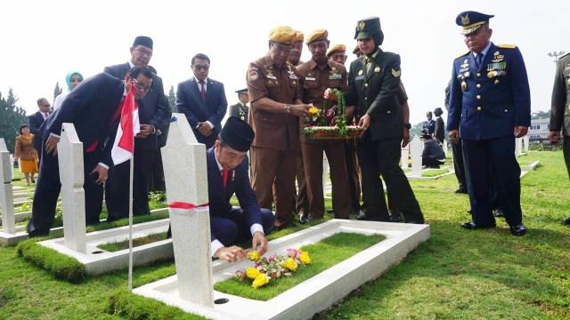 Jokowi Peringati Hari Pahlawan, TMP Cikutra, Bandung, Jawa Barat