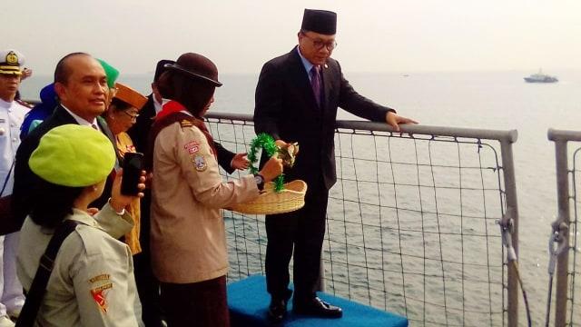 Ketua MPR Zulkifli, Tabur bunga, Laut Jakarta