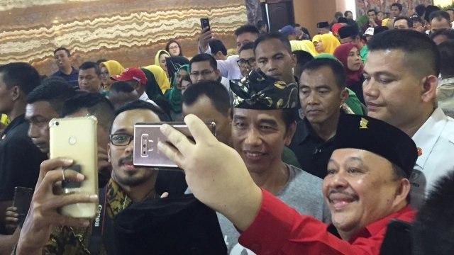 Jokowi Minta Timses Jabar Luruskan Isu Kriminalisasi Ulama hingga PKI (16770)