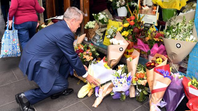 Warga Beri Penghormatan Bagi Korban Penusukan di Melbourne  (528477)