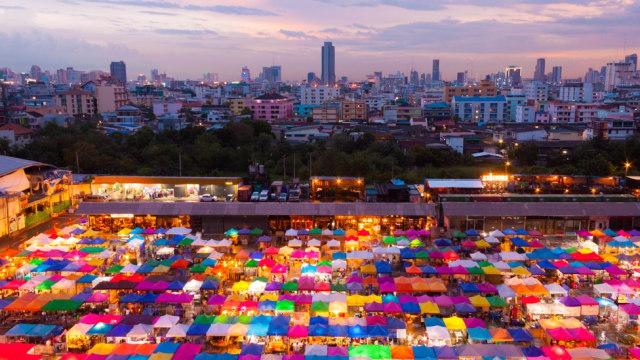 Pasar antik Rot Fai di Thailand