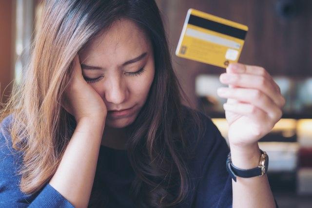Perempuan Karier Pengguna Kartu Kredit