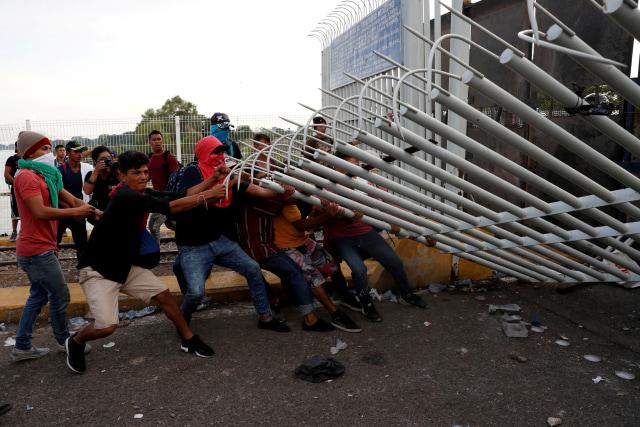 Ratusan Pengungsi Amerika Tengah Tiba di Perbatasan AS-Meksiko (29241)