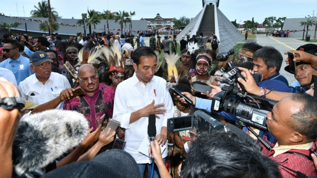 Jokowi, Iriana, Monumen Kapsul Waktu, Merauke, Papua