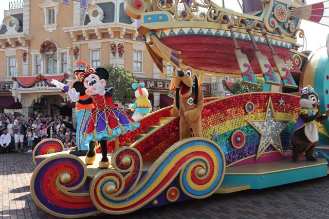 Ceria dan Menari Bersama Karakter Disney di Flights of Fantasy Parade (37861)
