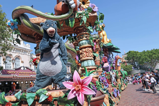 Ceria dan Menari Bersama Karakter Disney di Flights of Fantasy Parade (37863)