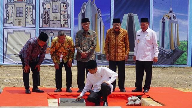 Jokowi Resmikan Pembangunan Tower Universitas Muhammadiyah Lamongan (24019)