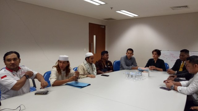 Habib Novel, Habib Bahar dan Habib Hanif bertemu perwakilan Instagram di Gedung Capital Place, Jakarta Pusat, Selasa (19/11).