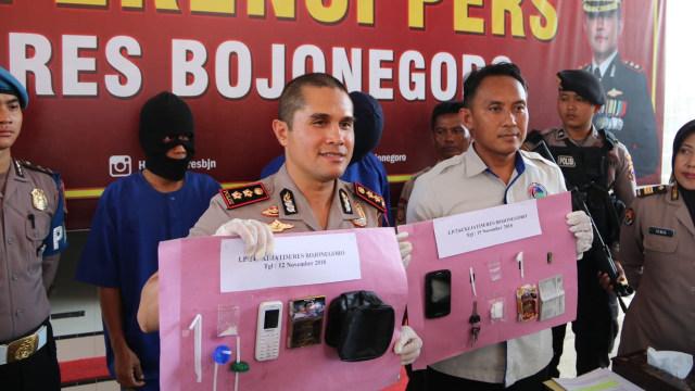 Kedapatan Edarkan Sabu-Sabu, Seorang Warga Kedungadem Bojonegoro Ditangkap Polisi (56648)