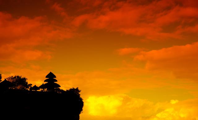 Sajian Indah Pura Uluwatu di Bali yang Berdiri di Atas Tebing (663599)