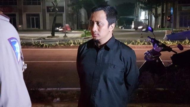 Yusuf Mansur di lokasi kecelakaan Cipondoh