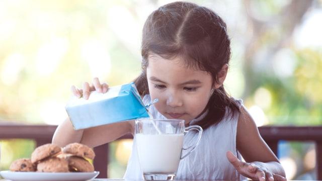Ilustrasi kemasan susu UHT untuk keluarga