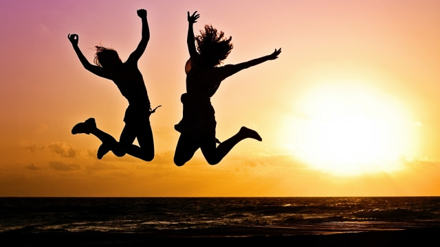 Ilustrasi kebebasan wanita, wanita bahagia, gembira