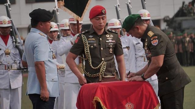 Mulyono Resmi Serahkan Jabatan KSAD kepada Andika Perkasa (50757)