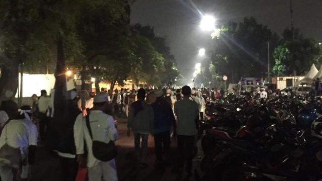 Massa Reuni Akbar 212 Mulai Bergerak untuk Salat Tahajud di Monas (504274)