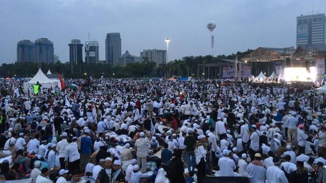 Foto: Massa Reuni 212 Putihkan Kawasan Monas (201438)