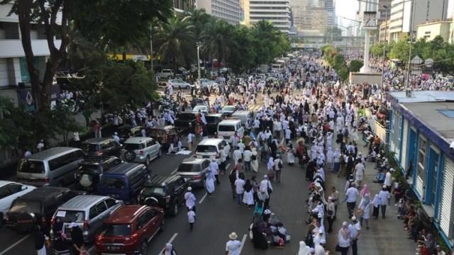 Foto: Massa Reuni 212 Putihkan Kawasan Monas (201448)