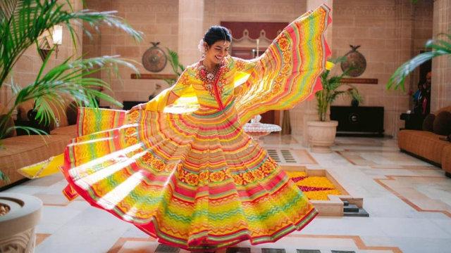 Detail 5 Gaun Pernikahan Priyanka Chopra yang Spektakuler (217430)