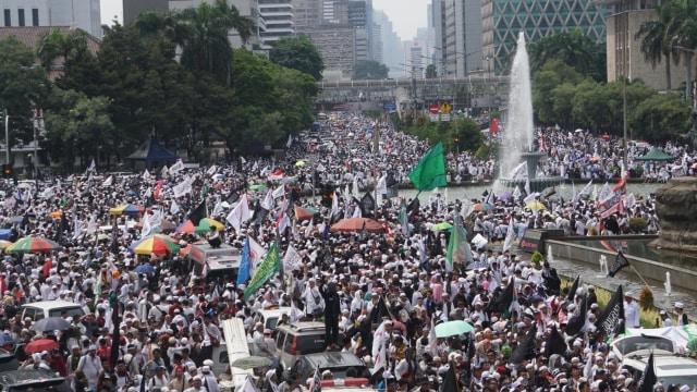 massa Reuni 212 di sekitar Patung Kuda, Jakarta Pusat, Minggu (2/12/2018).